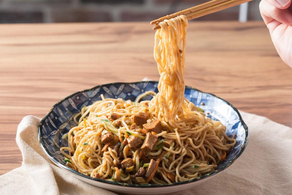 「山東炸醬涼麵」的炸醬中有加入四季豆丁,增添了豆香和嚼感。(55元/中份)