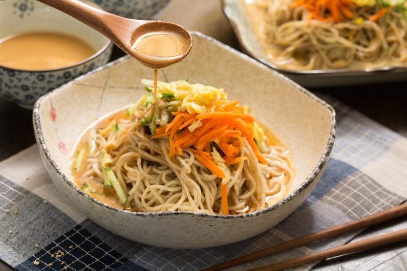 「三郎涼麵」的創意淋醬是一大特色。