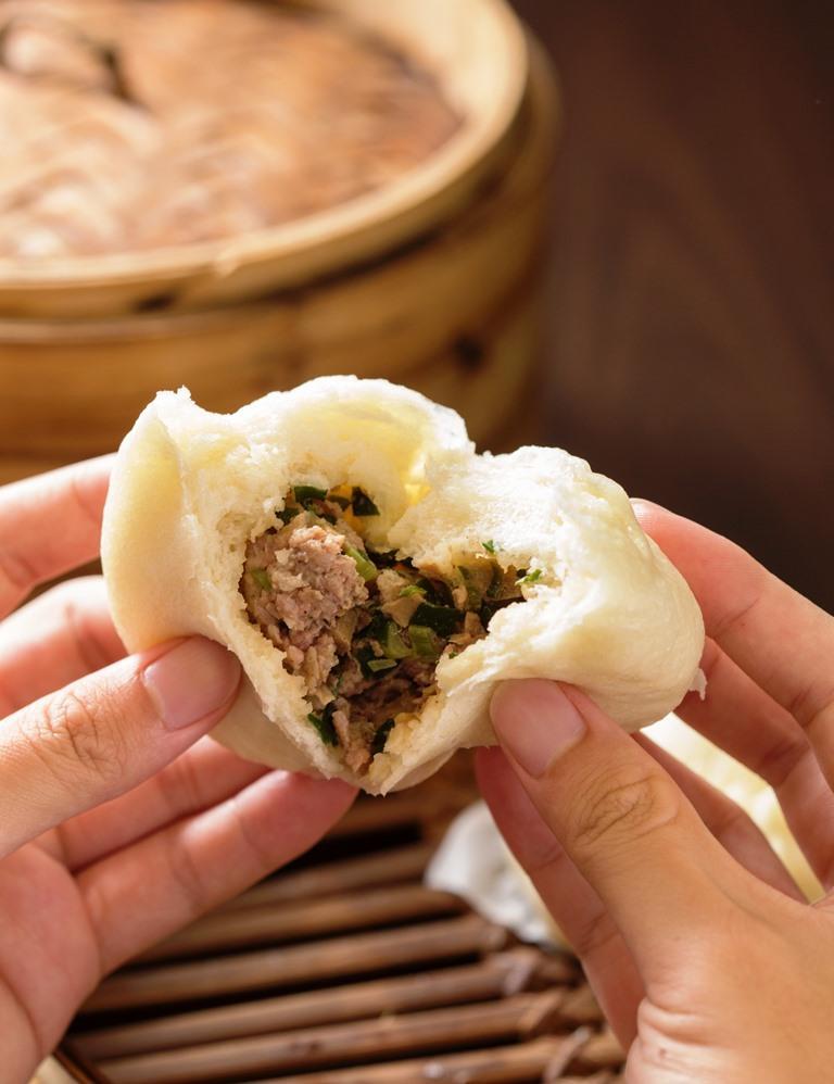 鹹口味的「雲南破酥包子」,包進香菇、韭菜、豬肉,餡料炒得乾鬆噴香。(25元/份)