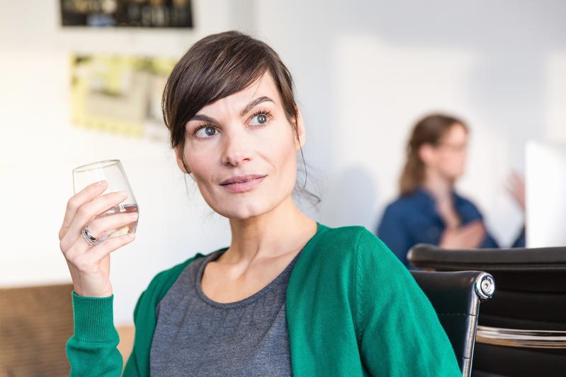 從臉書活動紀錄,可以判斷你是否酗酒成癮東方IC。(東方IC)
