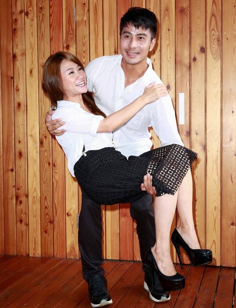 郭彥甫和海裕芬劇中配成對,有很多渴愛戲,郭彥甫特別來場公主抱。