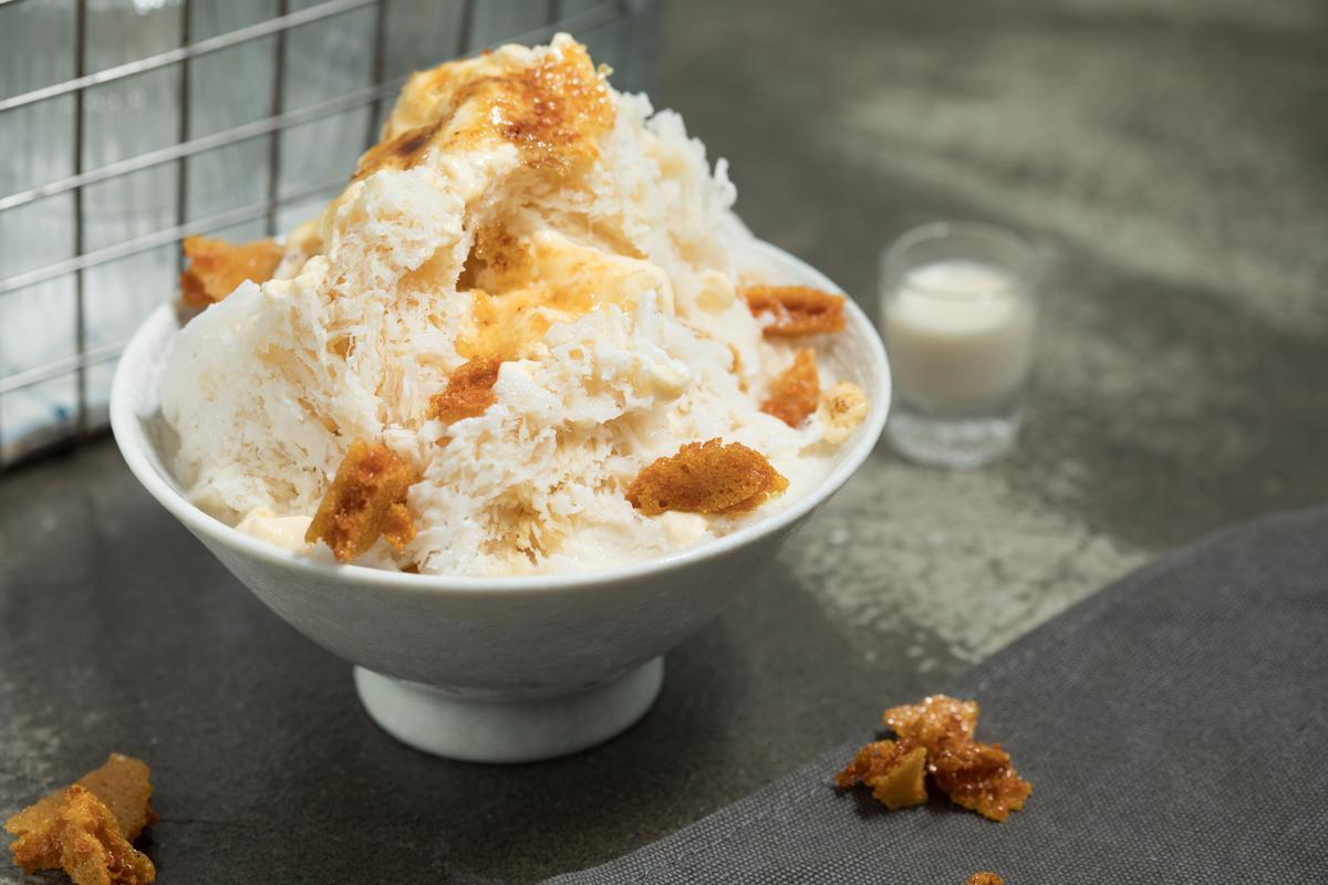 「愛爾蘭奶酒布蕾冰」手工的焦糖脆脆吃來有趣,奶酒香氣盈繞在喉。(180元/碗)