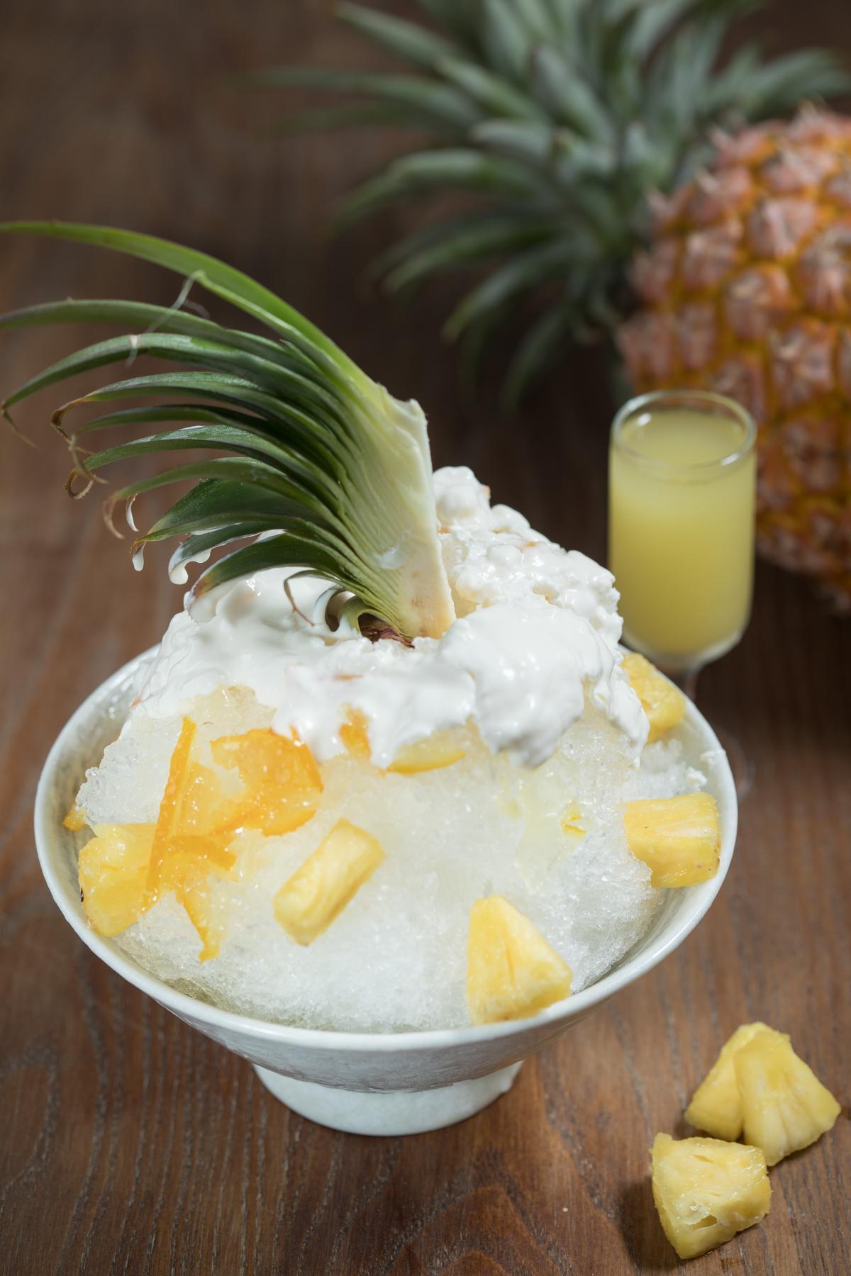「夏日大鳳梨優格冰」濃滑的優格裡滿是酸甜鳯梨及柚香,冰涼生津。(150元/碗)