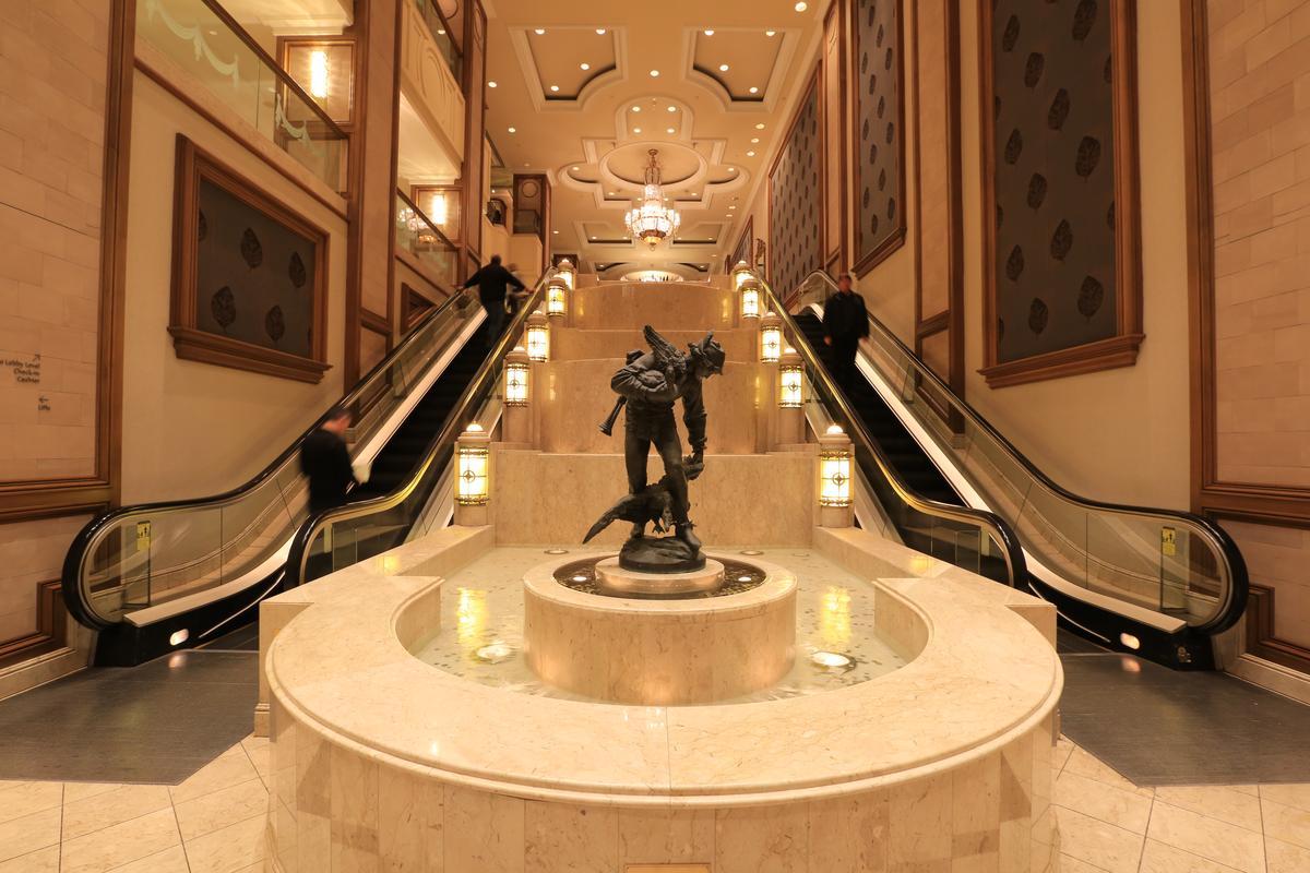 朗廷沒有氣勢宏偉的大廳,但建築細節精緻,隨時都能感受英倫風情。