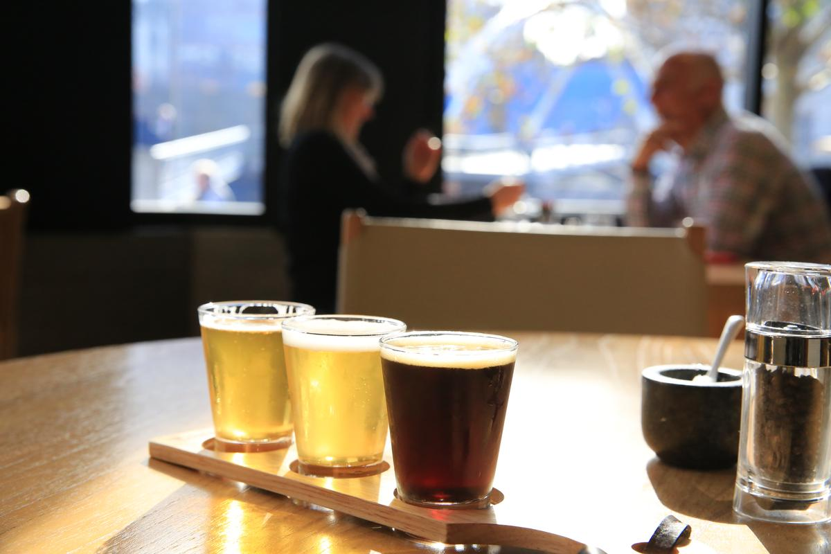 澳洲人稱生啤酒為「The Taps」,本地釀的特別鮮甜。(約澳幣12元/杯,約NT$267)