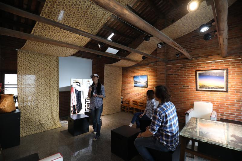老宅裡的咖啡館,表演空間本身就是一齣時空穿越劇。
