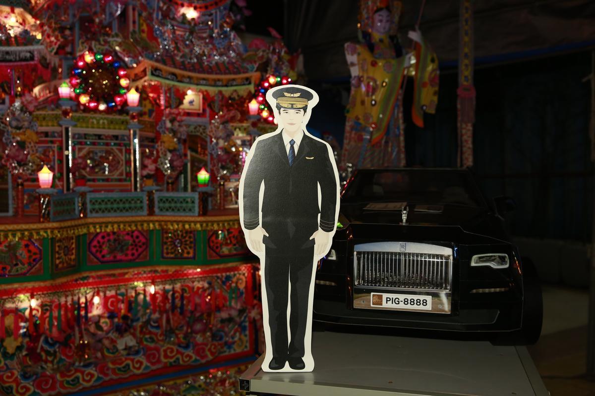 豪華轎車車牌Pig8888,叧附司機。