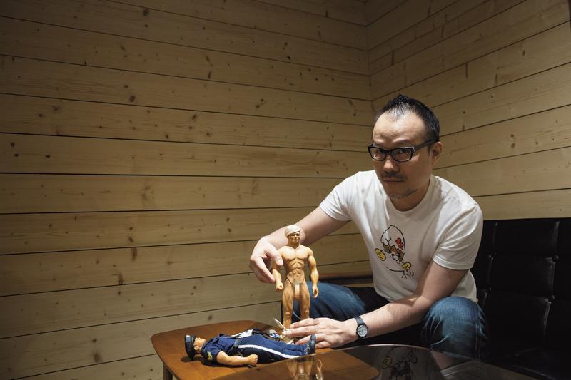 太陽臉喜歡肌肉男, 收藏了2隻「史上第一尊同志娃娃」Billy doll。