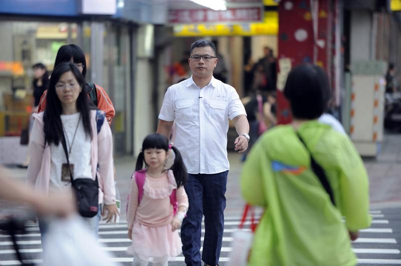 省錢成習慣的謝晨彥,即使如今坐擁千萬身價,還是過著簡單生活,能走路就不搭車。