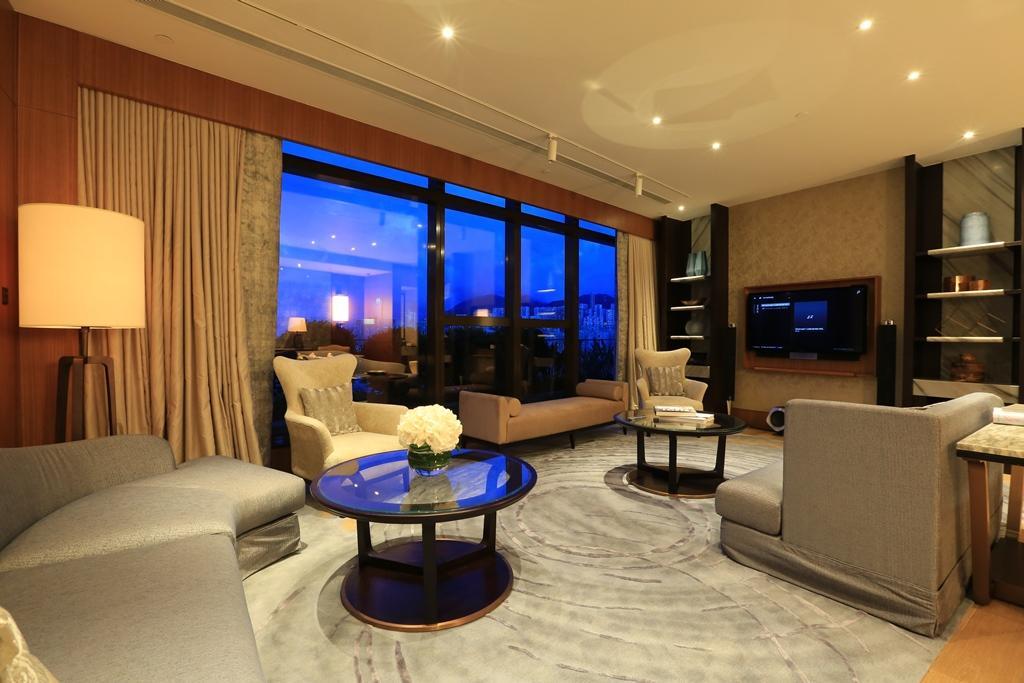 客廳也走溫馨路線,與一般總統套房的大器豪華感覺不太一樣。