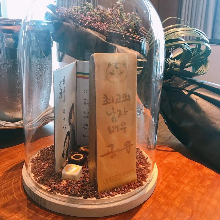 點心房用巧克力做成百想大賞獎牌,當作給孔劉的迎賓禮,相當貼心。
