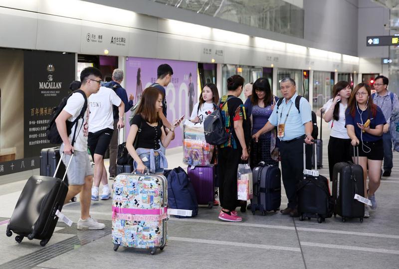 暑假一到,很多家庭喜歡安排出國旅遊。但記得要買對險、保夠金額,才能玩得開心又安心。