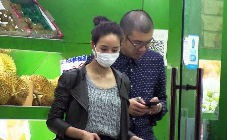 張鈞甯日前被拍到與平頭型男親密逛街。(翻攝網路)