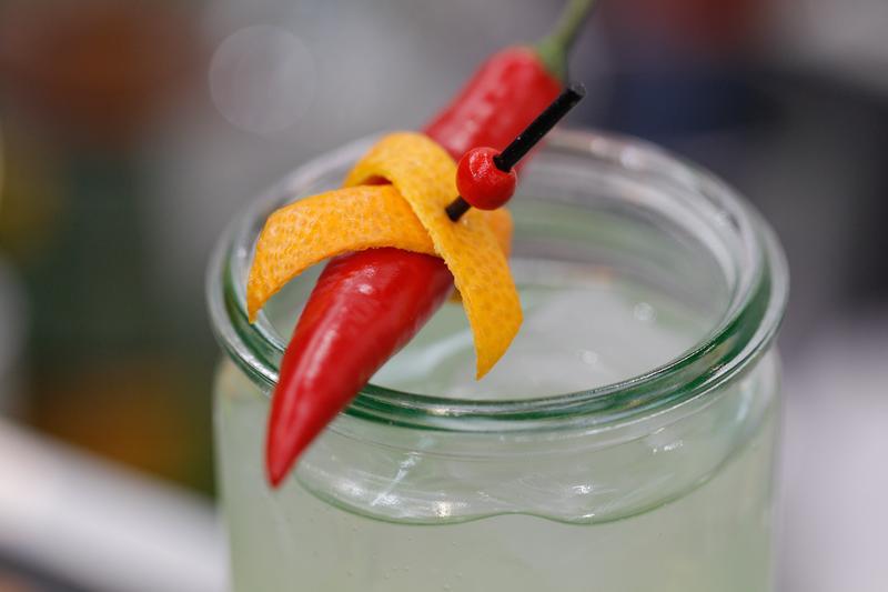 夏天到,想來杯冰涼的飲料嗎?其實吃點辣椒,消暑效果可能更好。(東方IC )
