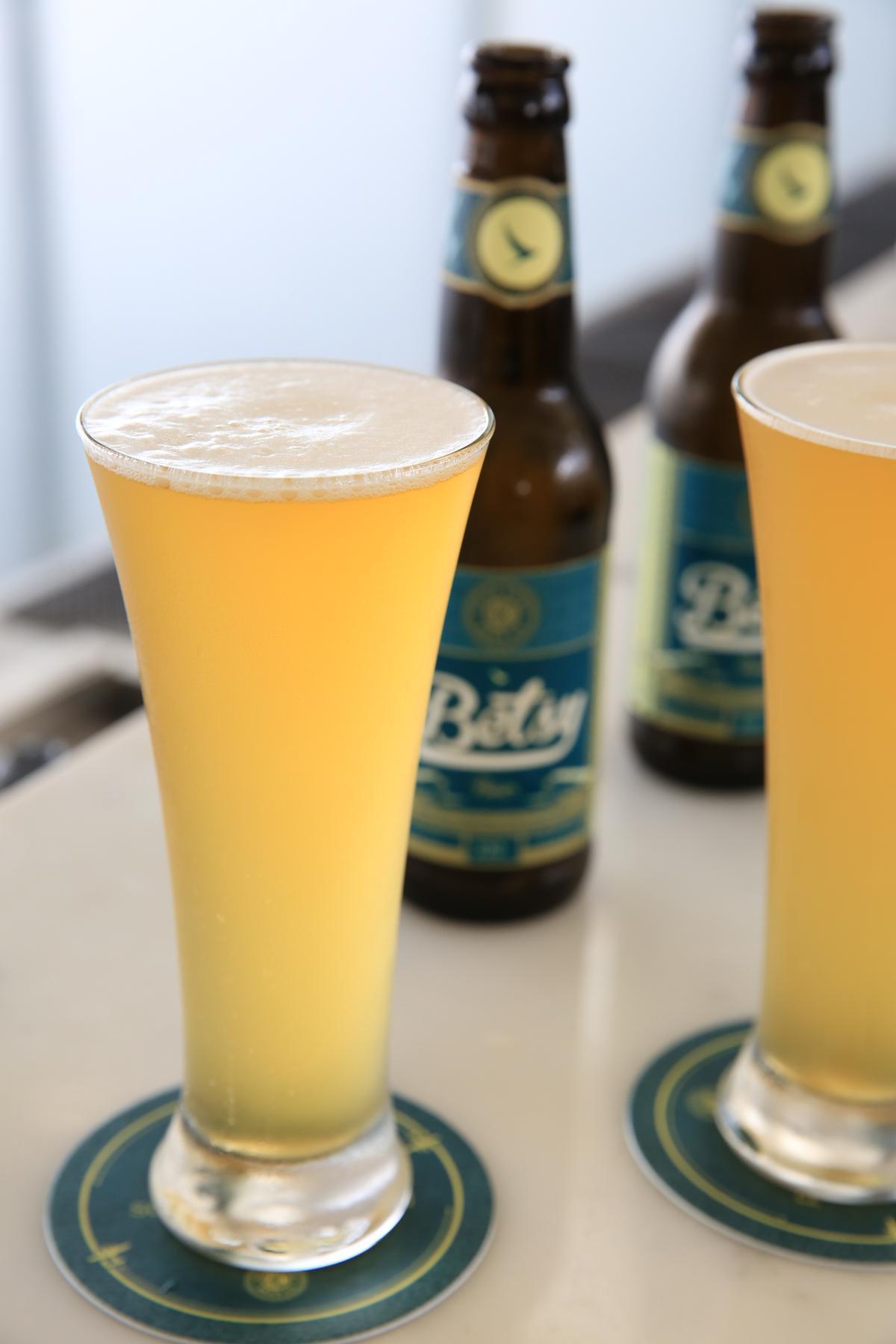 限量供應的「Betsy Beer」在香港與倫敦希斯洛機場的國泰貴賓室,以及若干國際航線上喝得到。