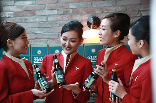 國泰航空的機艙服務員也參與了啤酒釀製的選材與口味搭配。