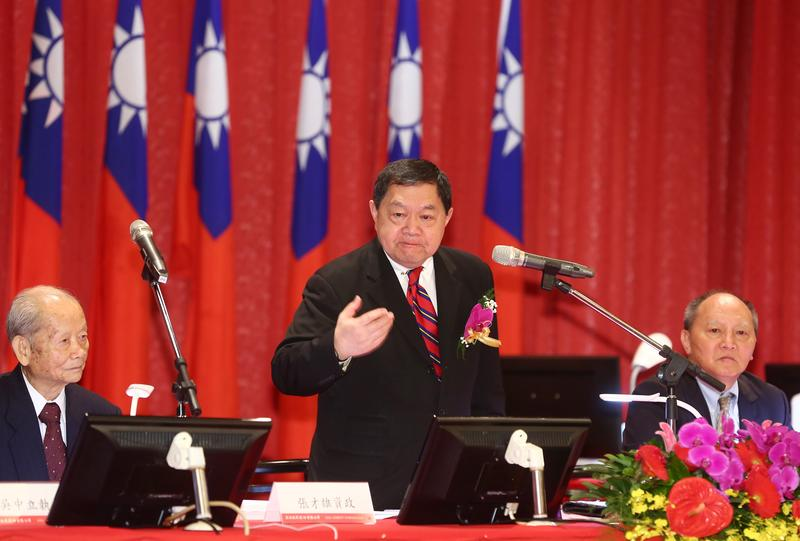 亞泥董事長徐旭東27日率公司主管一同召開股東會。