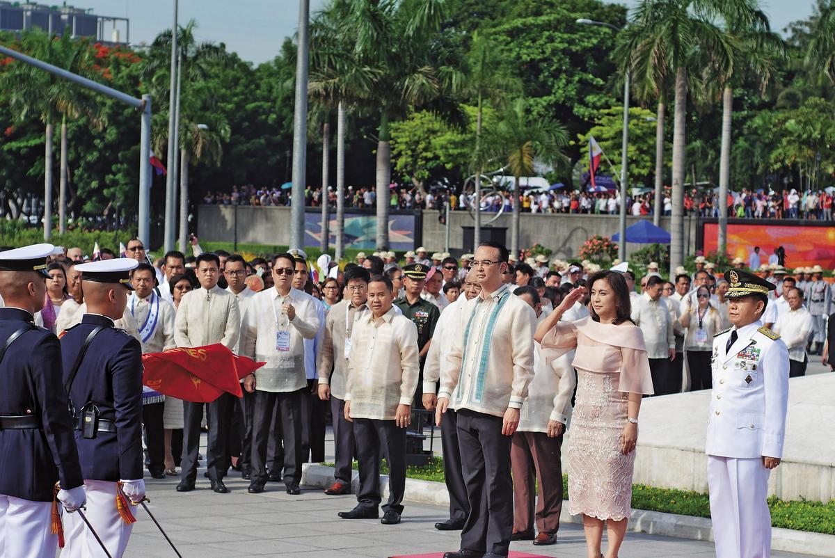 6月12日為菲律賓獨立119周年紀念日,是杜特蒂就任後的第1個國慶典禮,他卻缺席,由副總統羅布雷多(Leni Robredo)代為主持。(東方IC)