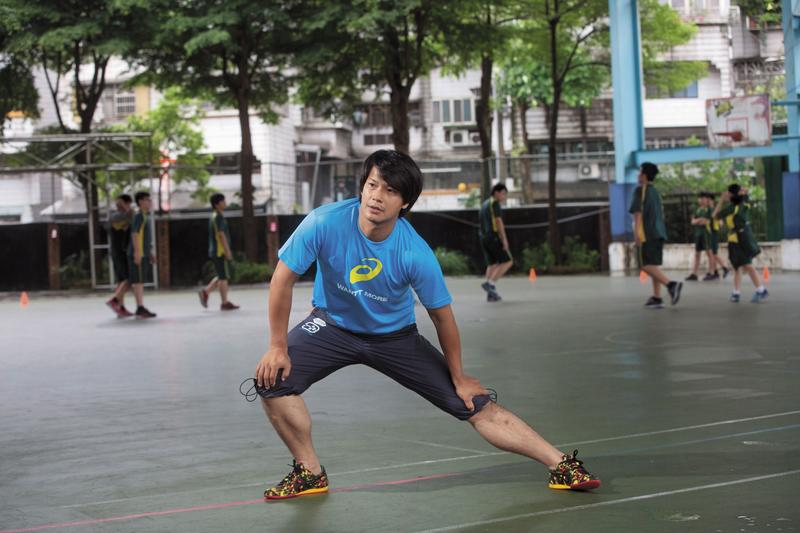 曾在基隆百福國中當田徑教練的王嘉慶,高中時期是110公尺跨欄14秒71全國記錄保持人。