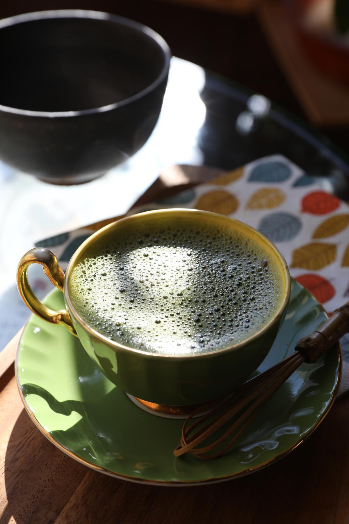老闆自創的「抹茶咖啡」,是店內前三大受歡迎熱飲。(500日圓/杯,約NT$141)