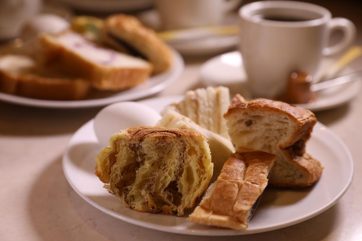 Chapeau Blanc最特別的是,用點1杯「黑咖啡」(490日圓/杯,約NT$138元)的價錢,就能在早餐時段享受麵包吃到飽。