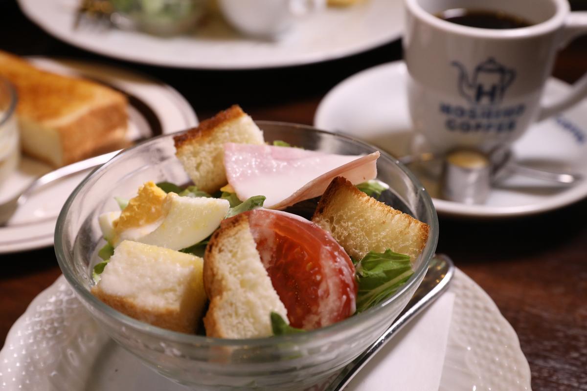 套餐中的麵包丁配沙拉。(500日圓/份,約NT$141)