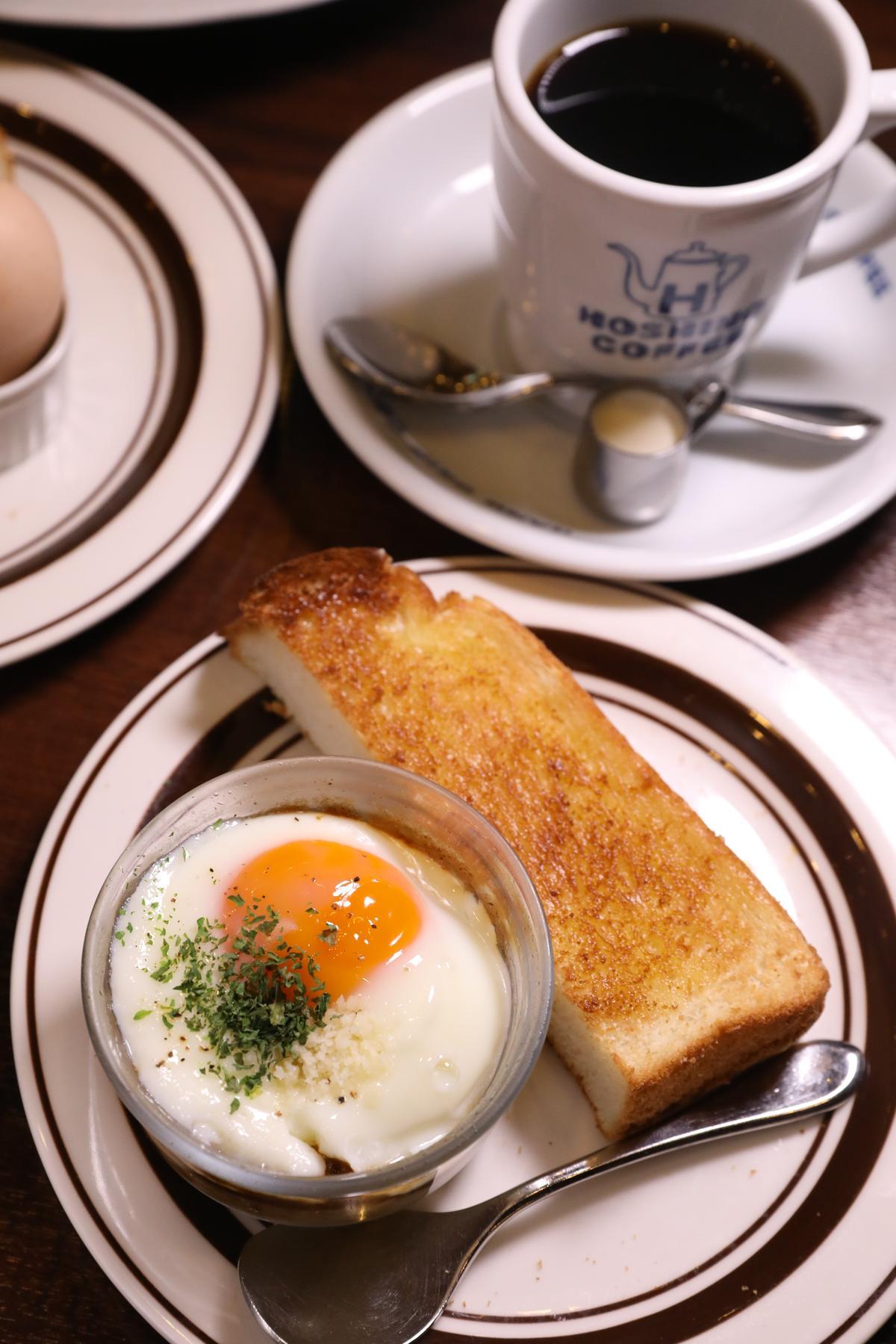 想換口味,可升級成半片吐司與荷包蛋馬鈴薯泥。(500日圓/份,約NT$141)