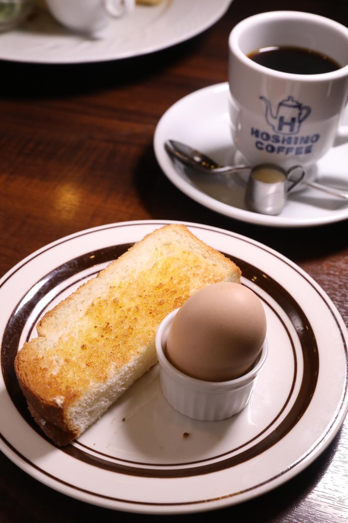 每天上午11點前,只要點1杯咖啡的價錢,就送一顆雞蛋和半片吐司。(420日圓/份,約NT$117)