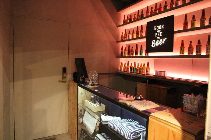 小小的酒吧和櫃台空間,只能容納3人。