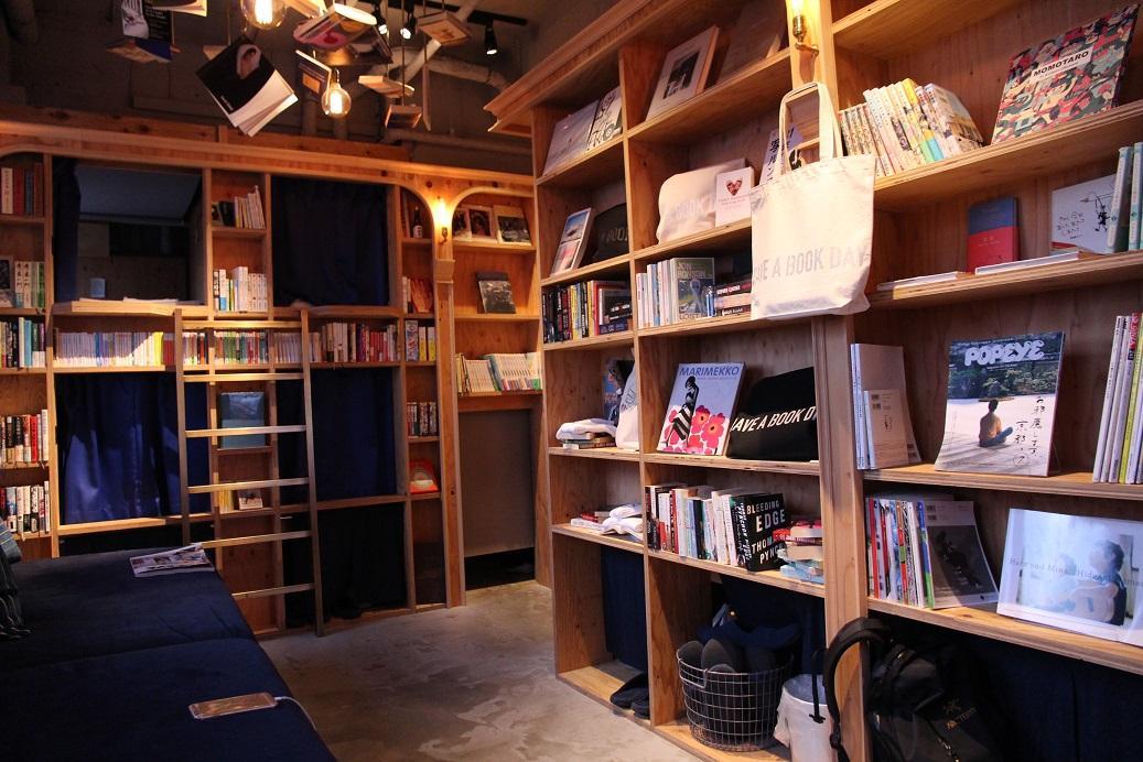 旅館與惠文社合作,這裡的書只能看不能買。