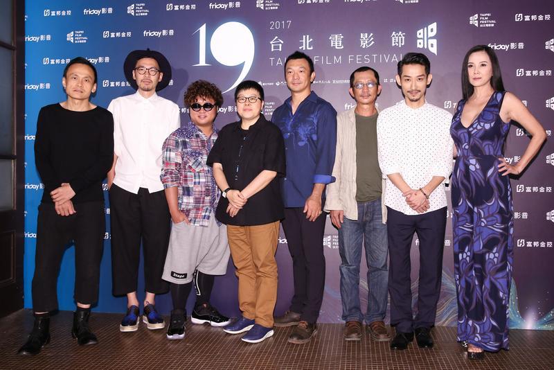 《大佛普拉斯》主要成員,陳以文(左起)張少懷、納豆、監製葉如芬、導演黃信堯、莊益增、陳竹昇、丁國琳。