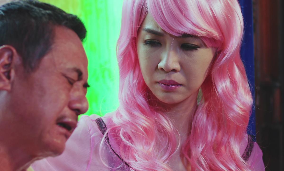 謝盈萱劇中扮演檳榔西施,是蔡振南的紅粉知己,兩人關係「友達以上,戀人未滿」。