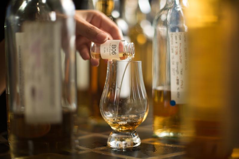 越來越多人不甘於市場的標準化風味,開始選擇獨立裝瓶廠的包桶威士忌。