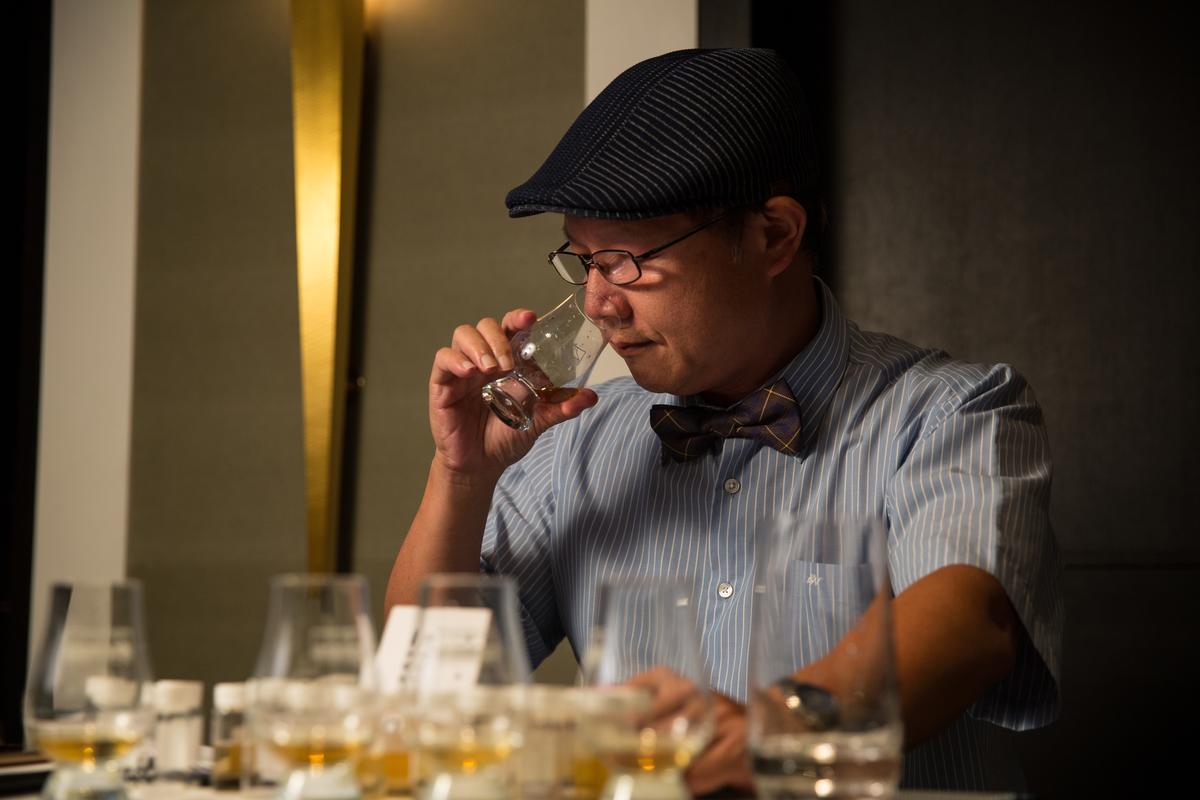 威士忌達人邱德夫受邀與來賓分享品飲心得。