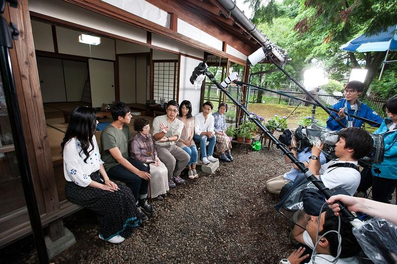 在夏目漱石故居拍攝時,日本植物學家島田彌市的女兒意外出現,令劇組大為驚喜。