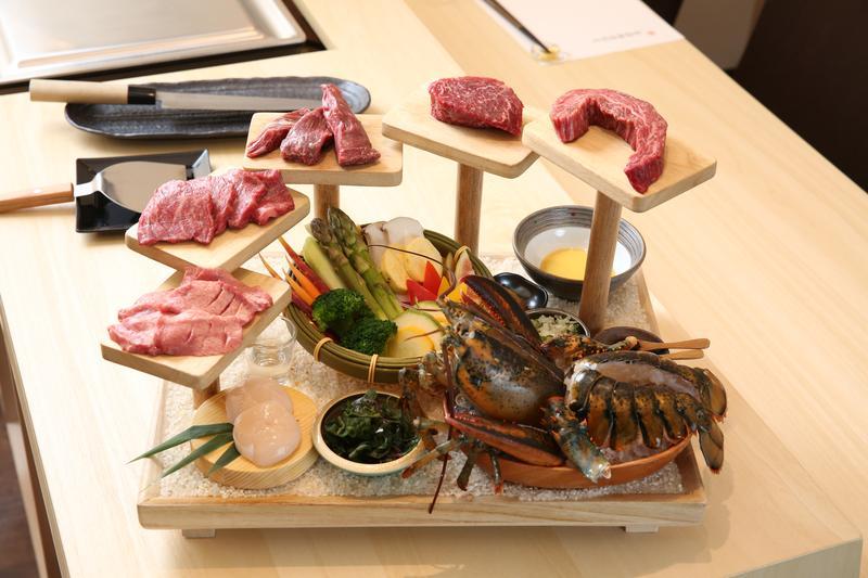 「肉天堂」雙人鐵板燒套餐,一次可吃到5種牛肉部位。