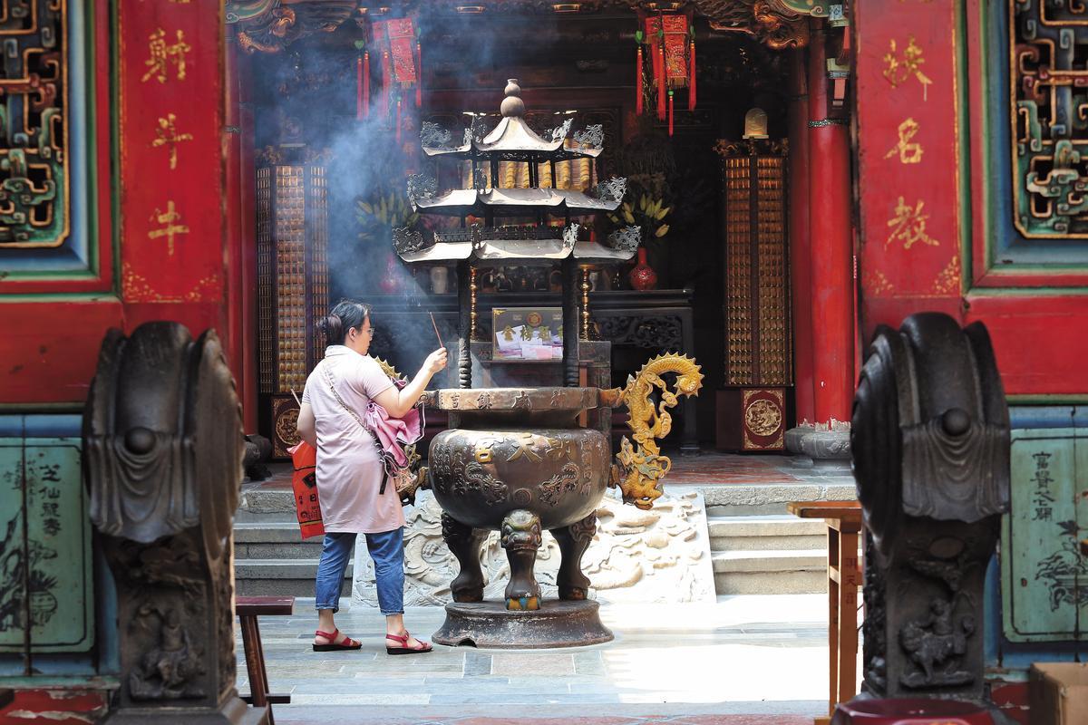 警官陳恆正為求順利偵破崔曉菁命案,曾求助於北港朝天宮媽祖。