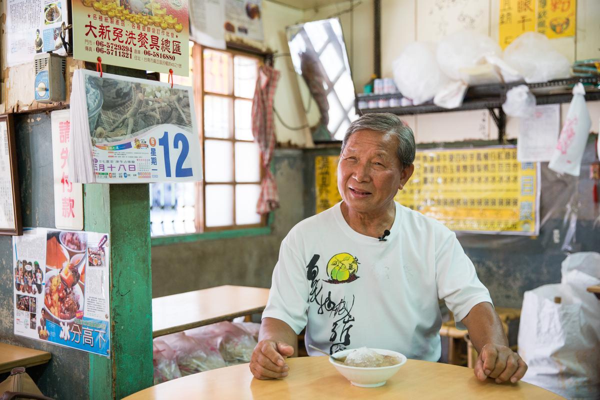 老客人陳哲雄指出,龍泉料好實在,冰料都是現場製作讓人感到安心。