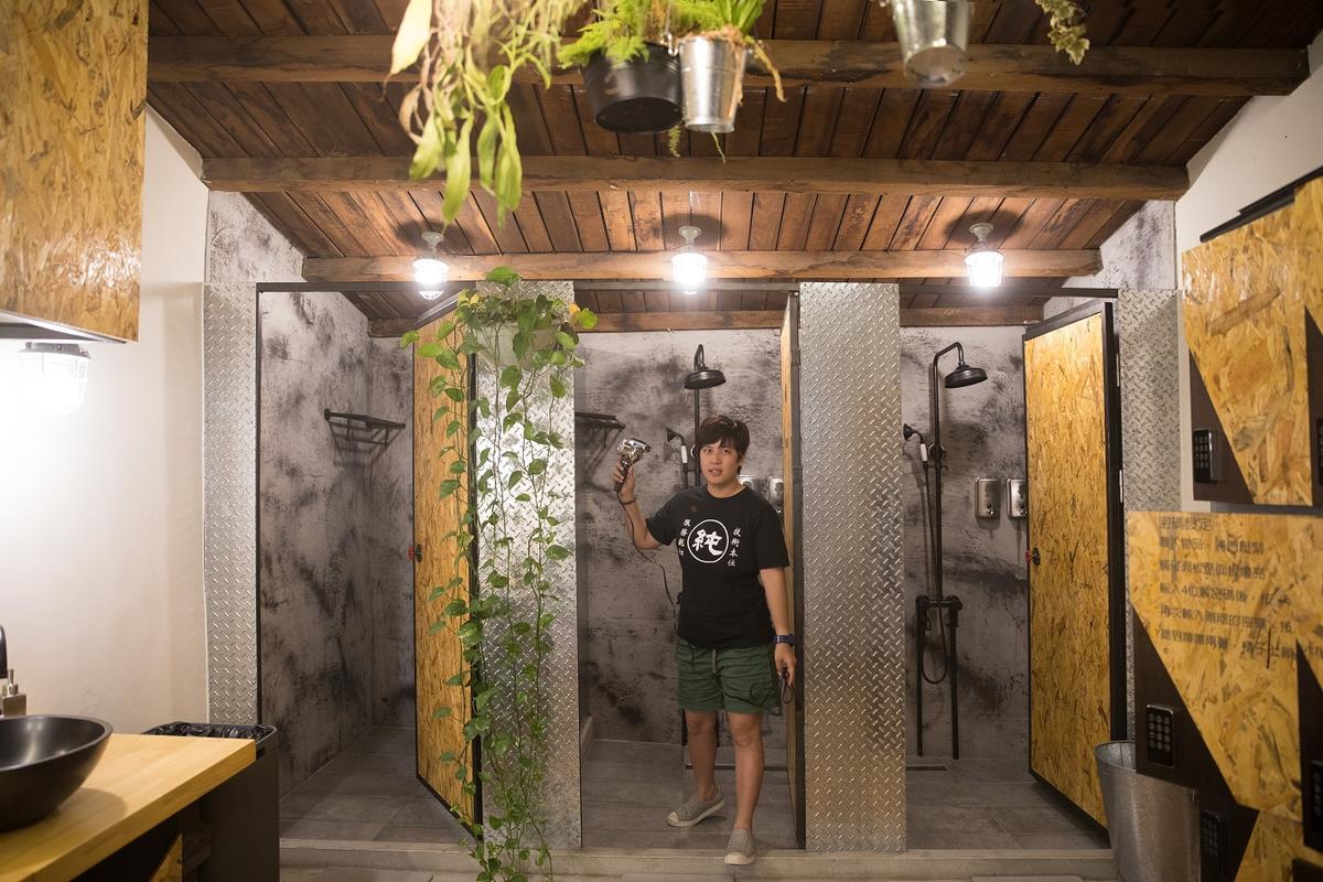 衛浴空間也走輕工業風格。