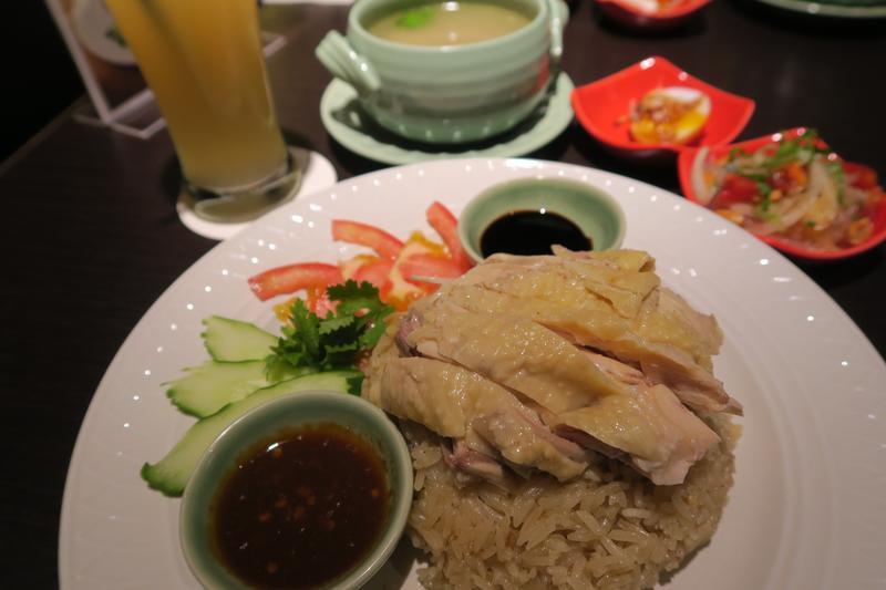 香茅廚的阿明師,7月初推出「快閃泰式海南雞飯」,外表合格,味道有點奇特,讓我吃了很想快閃!