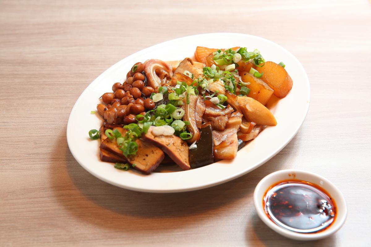 家傳滷味是立祥的招牌菜之一,滷汁由邵昕親自調配。