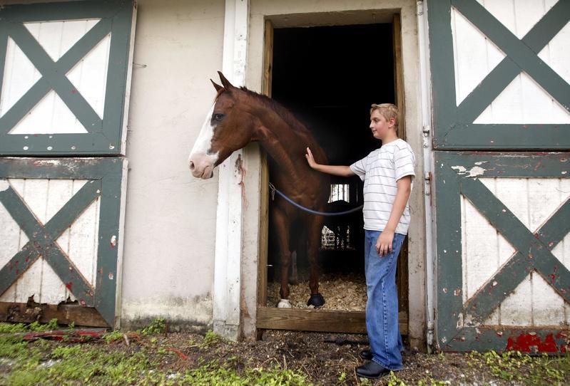 美國佛州羅薩哈奇馬術中心,讓注意力缺乏過動症(ADHD)和其他學習障礙者透過照料馬匹、整理欄舍、騎馬來治療。(東方IC)
