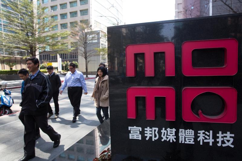 台灣電商產業競爭日益激烈,既有富爸爸、大打折扣戰搶市的momo(圖)、東森追擊,又有境外電商淘寶、蝦皮的夾殺,網家集團面臨捍衛市占和轉型挑戰。