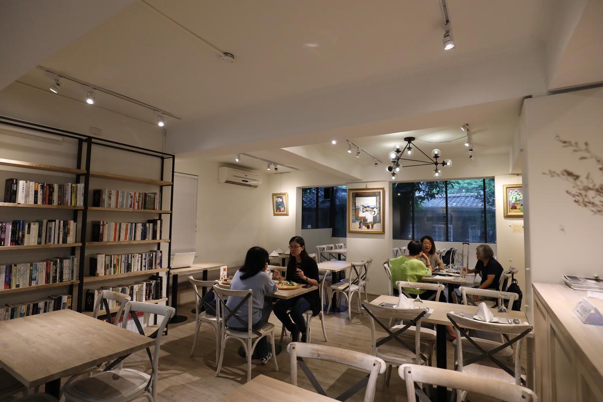 室內也兼作藝文空間用,可享在書香裡品菜香之樂。