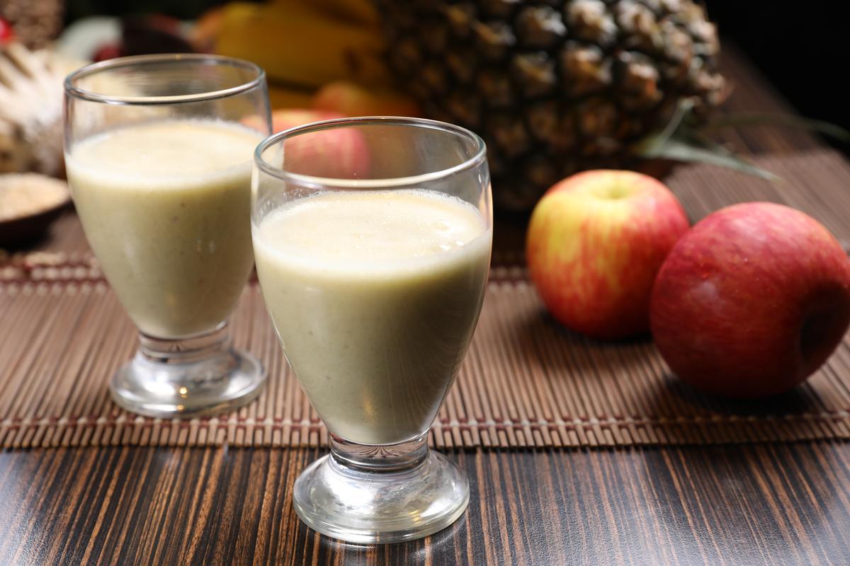 「精力蔬果汁」除了13種蔬果,還加了啤酒酵母、大麥胚芽跟大豆卵磷脂。(套餐均附,單點120元/杯)