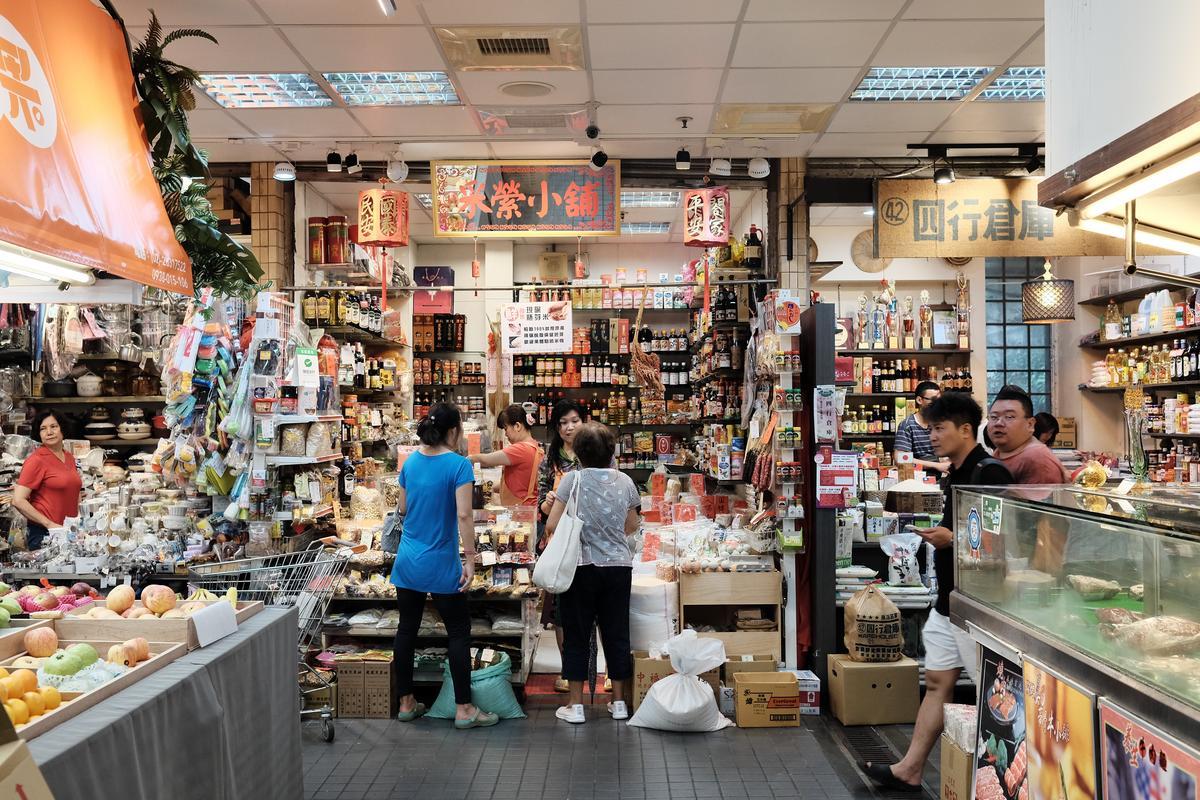 天母士東市場擺設乾淨,常吸引許多名人、觀光客造訪。