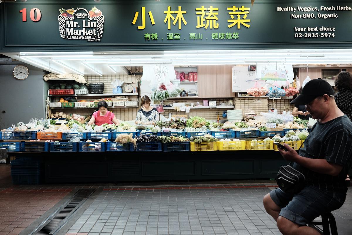 在邵昕看來,到士東市場買菜、買海鮮是種享受。