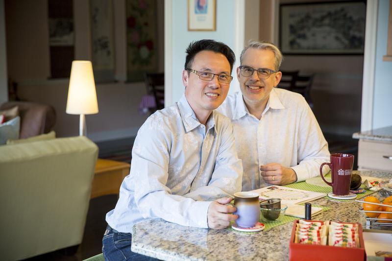 陳子良(左)和思鐸(右)相知相守20餘年,一路走來並不容易,所幸2人性格樂觀,總是懷抱希望。