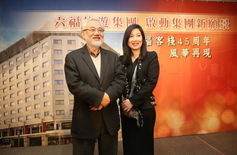 今年2月六福旅遊集團總裁莊秀石與女兒莊豐如,一同出席「六福客棧」成立45年春酒餐會。