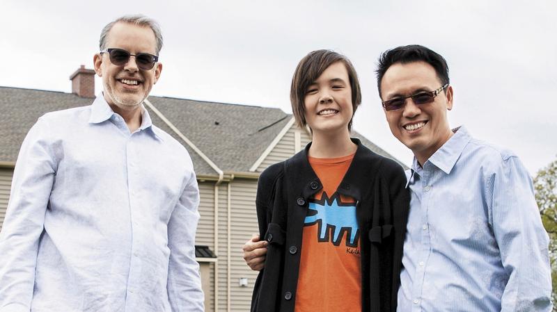 陳子良(右)和丈夫思鐸(左)、兒子陳愷樂(中)的家庭生活,跟一般異性戀要面對的柴米油鹽,壓根沒兩樣。
